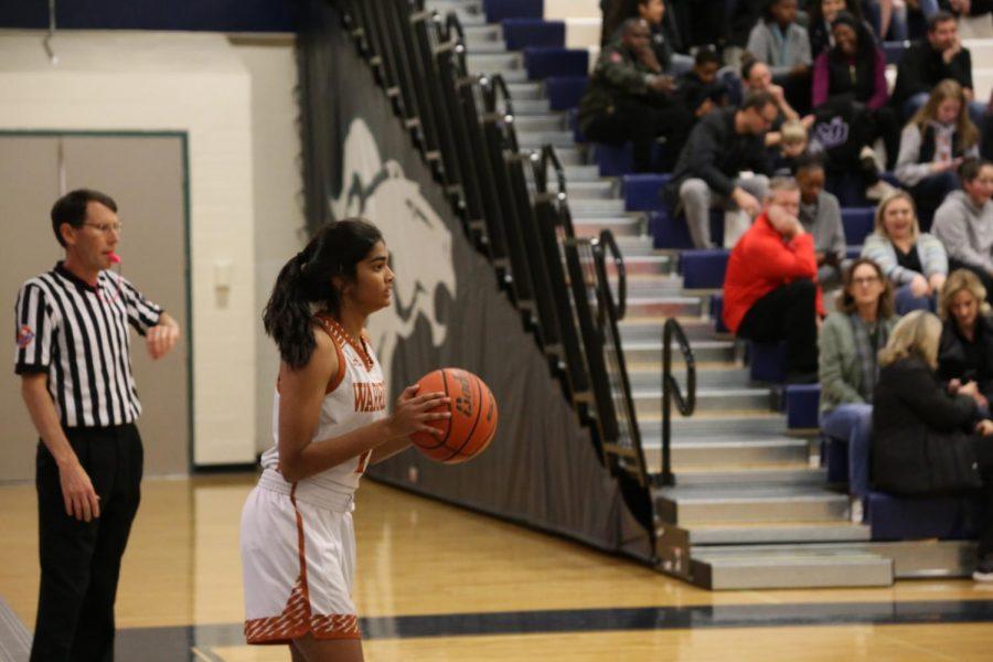 Anisha Chintala '21 prepares to begin an offensive play.