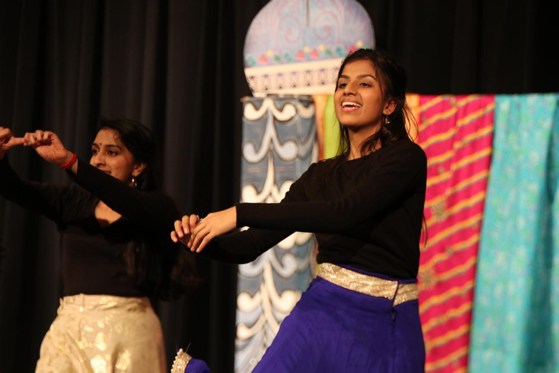 Mehak+Satsangi+%2719+performs+a+Bollywood+dance+medley.
