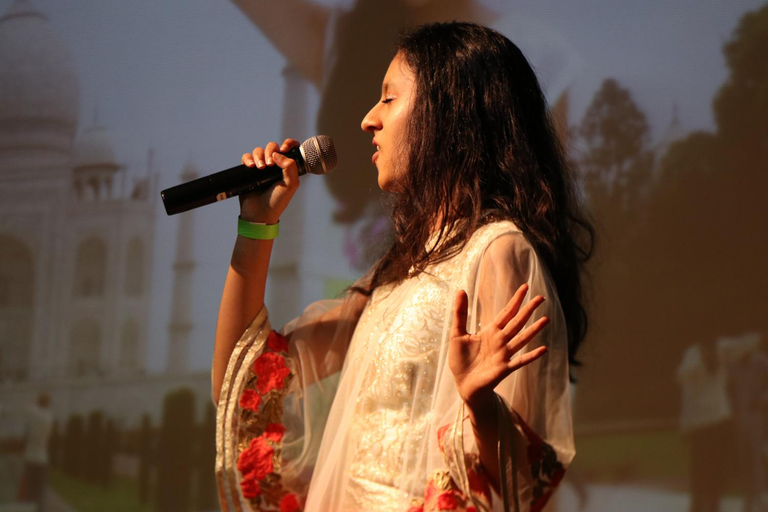 Sejal+Jain+%2720+sings+a+song+in+26+different+languages.