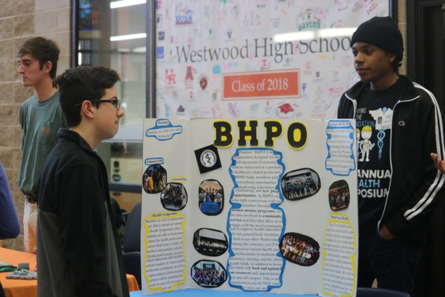 Nathaniel Ferriola '21 stops by the BHPO booth.