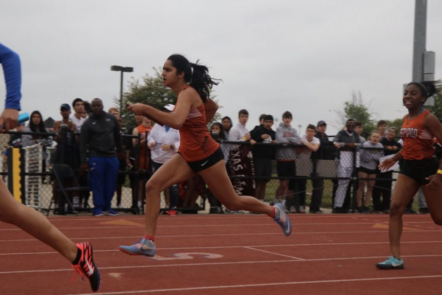 Purvi Mujumdar '19 runs after a smooth hand off in the 4x100m.