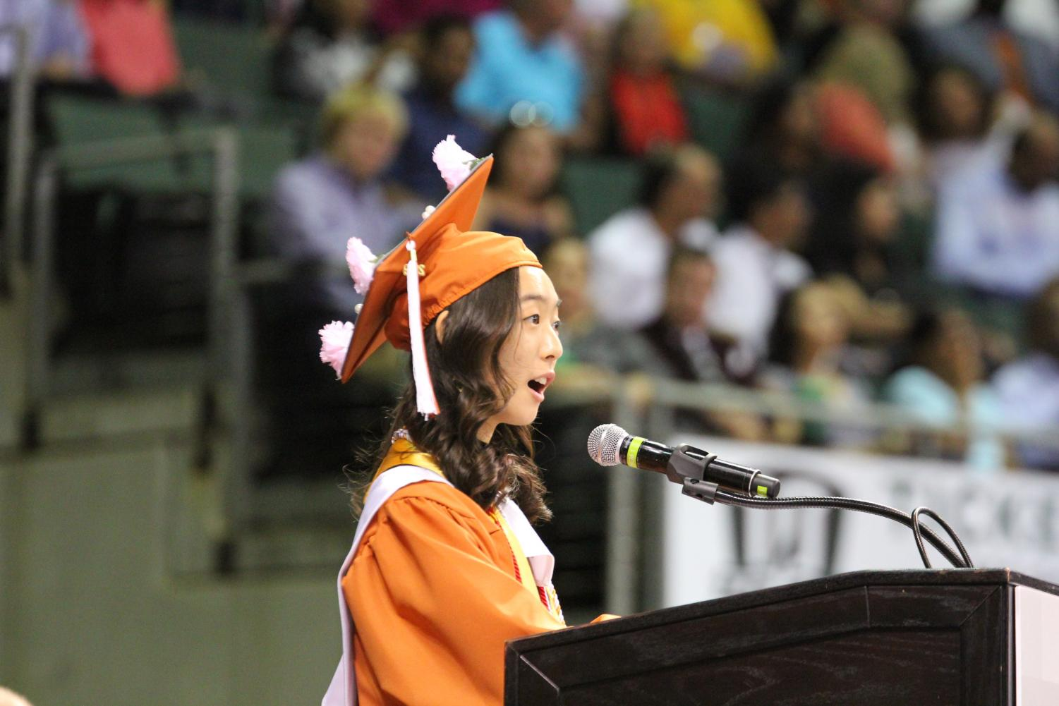 Class+President+Janice+Oh+%2719+delivers+her+speech+to+the+seniors+and+their+parents.