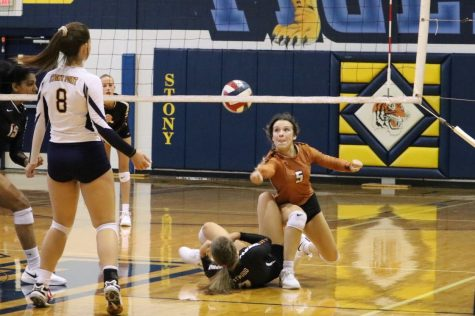 GALLERY: JV Orange Volleyball Conquers Stony Point 2-0
