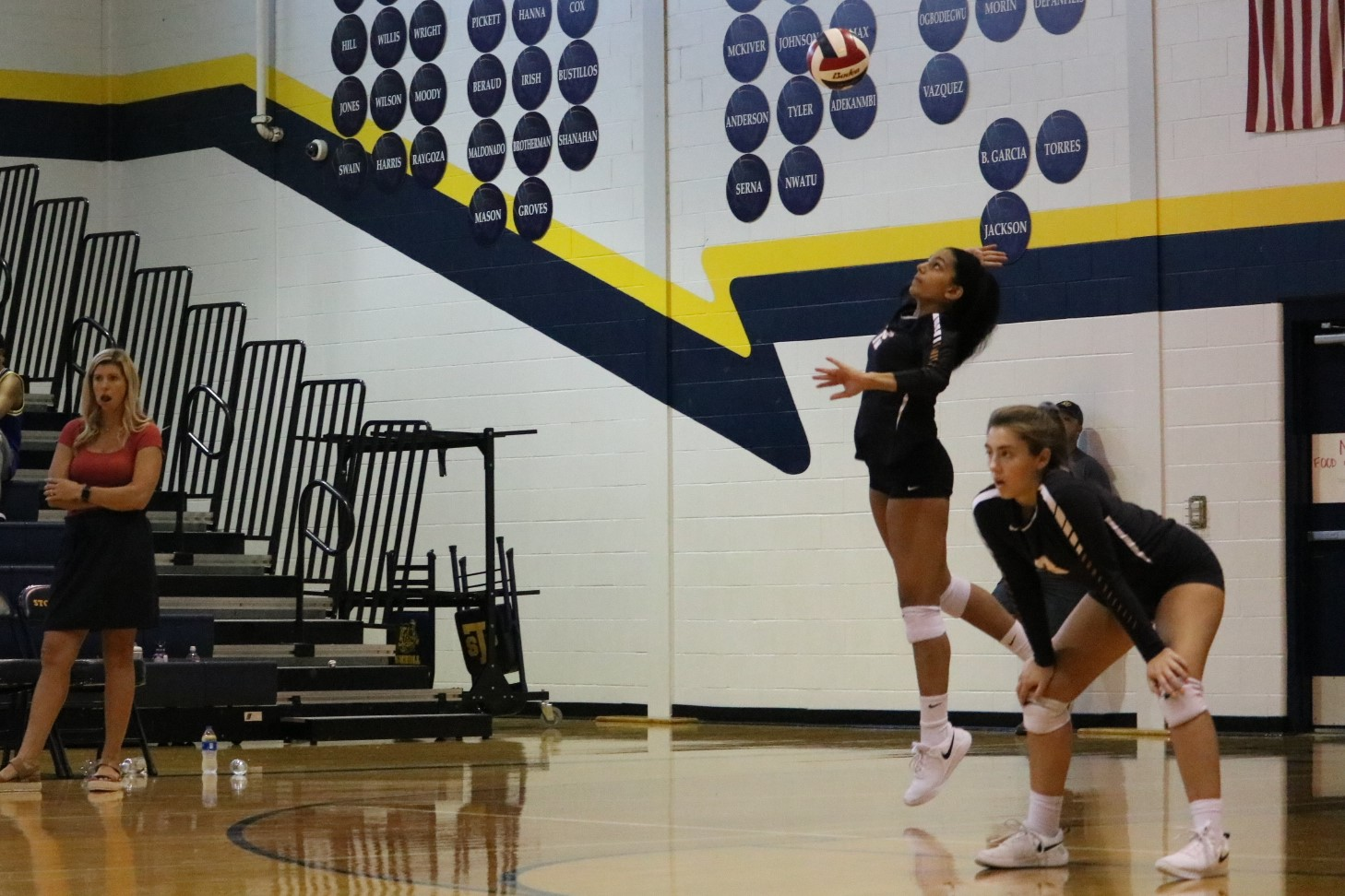 GALLERY%3A+JV+Orange+Volleyball+Conquers+Stony+Point+2-0