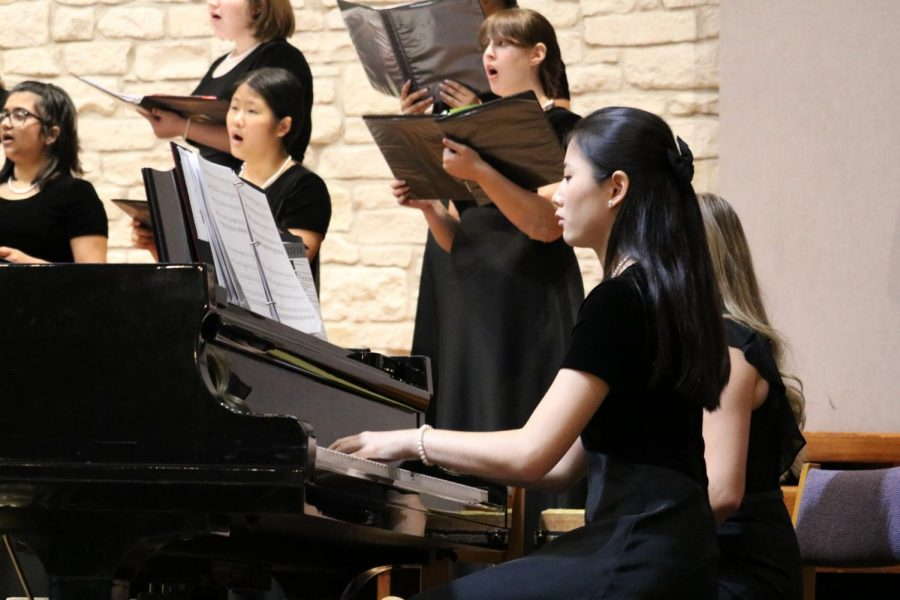 Anna Wicker '20 plays the piano with the Varsity Women's choir. Wicker played the piano, violin, and sang during the concert.