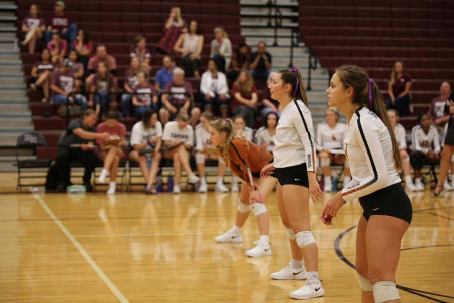 Outside hitter Abby Gregorczyk 21, setter Abi Rucker 20, and defensive specialist Maddie Gillispie 20 prepare for the opponents serve. Gregorczyk and Ruckers aggression led to the Warriors winning the first set 25-16.