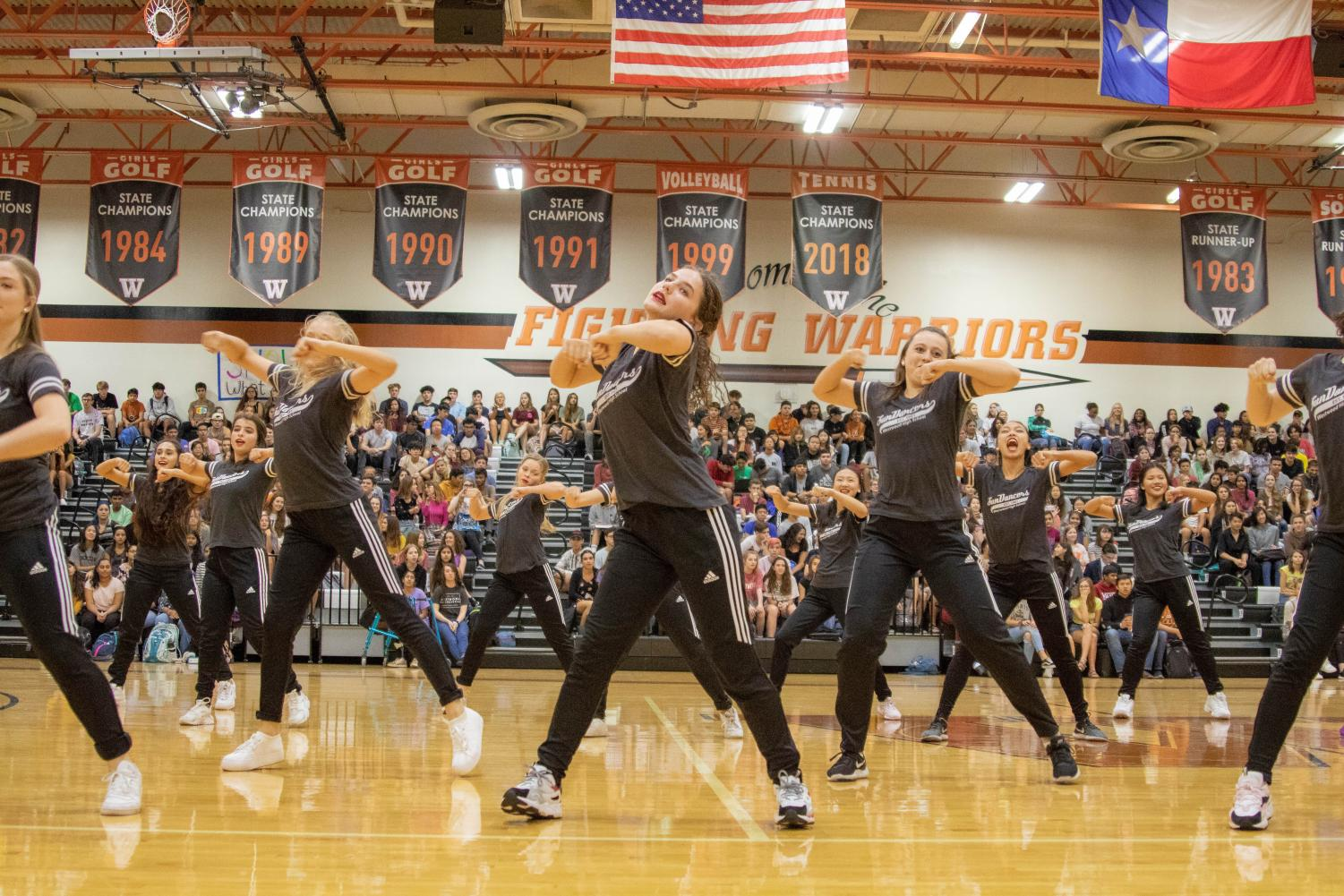 Carolina+Garza+%2720+dances+to+%22Bad+Guy%22.+The+SunDancers%2C+a+pride+favorite+every+pep+rally%2C+put+a+twist+on+their+performance+this+pep+rally+inviting+faculty+to+join+their+dance.+%22I+find+it+so+fun+%5Bdancing+with+the+teachers%5D+because+you+get+to+have+a+small+connection+with+them+when+you+dance+together%2C+you+get+to+teach+them+instead+of+them+teaching+you+I+think+that%27s+really+cool%2C%E2%80%9D+Garza+said.%0A