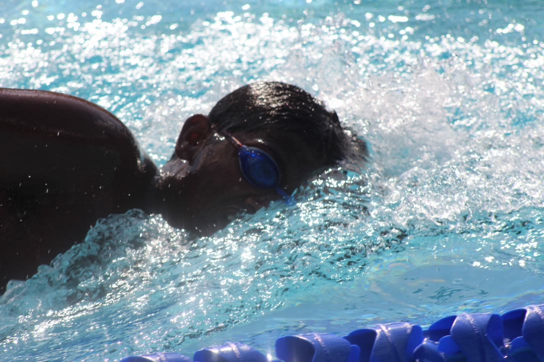 Shreyush+Shankar+%2721+takes+a+breath+in+the+500-meter+freestyle.+Known+for+being+a+distance+swimmer%2C+Shankar+won+his+heat+by+over+25+meters.
