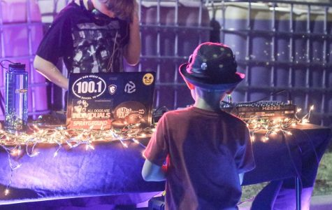GALLERY: Students Bond at Parking Lot Party
