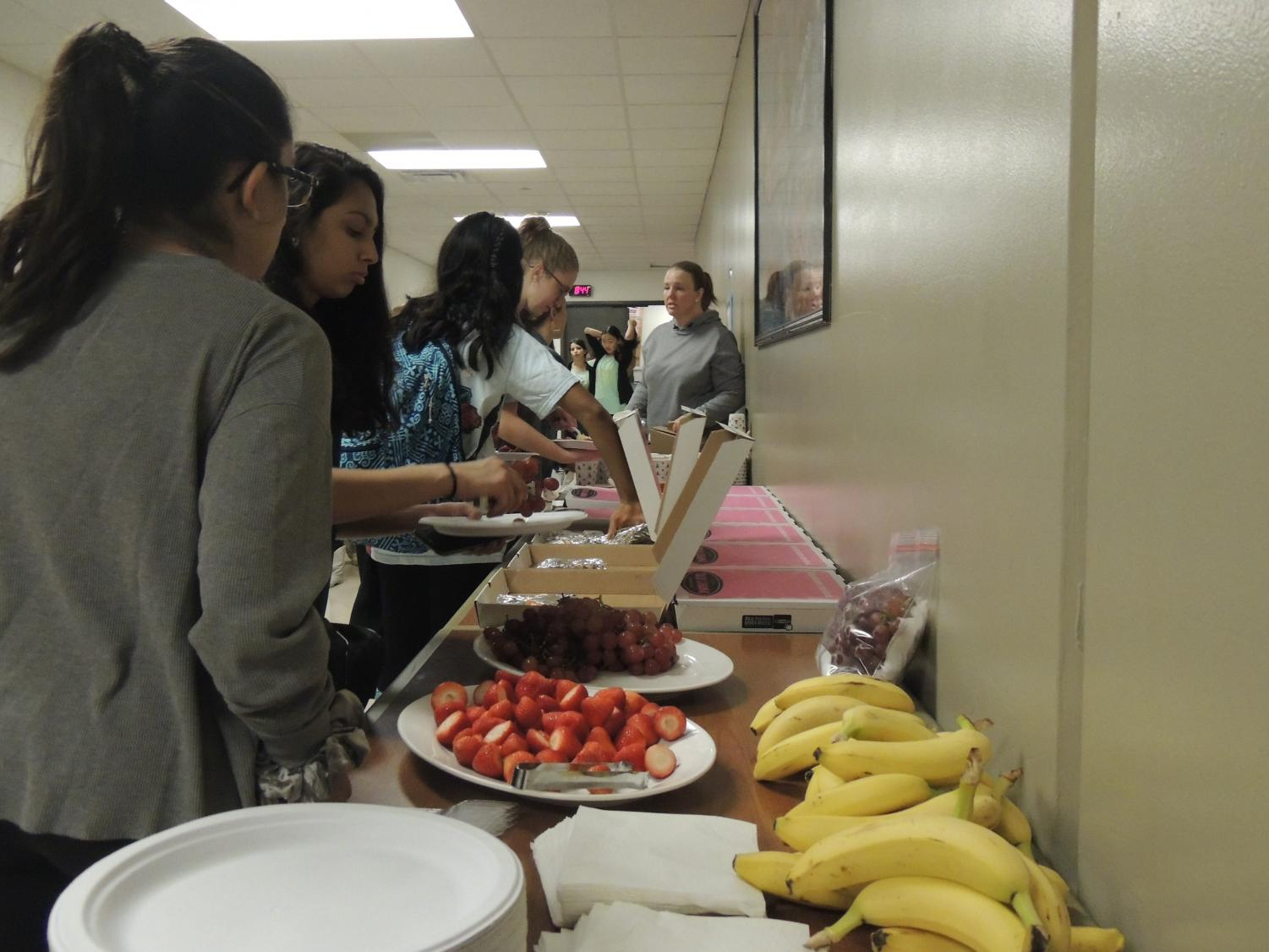 Students+go+through+the+breakfast+line+after+their+morning+rehearsal.+Parent+volunteers+brought+many+food+items+such+as+fresh+fruits%2C+breakfast+tacos%2C+and+drinks+for+the+dancers+to+eat.
