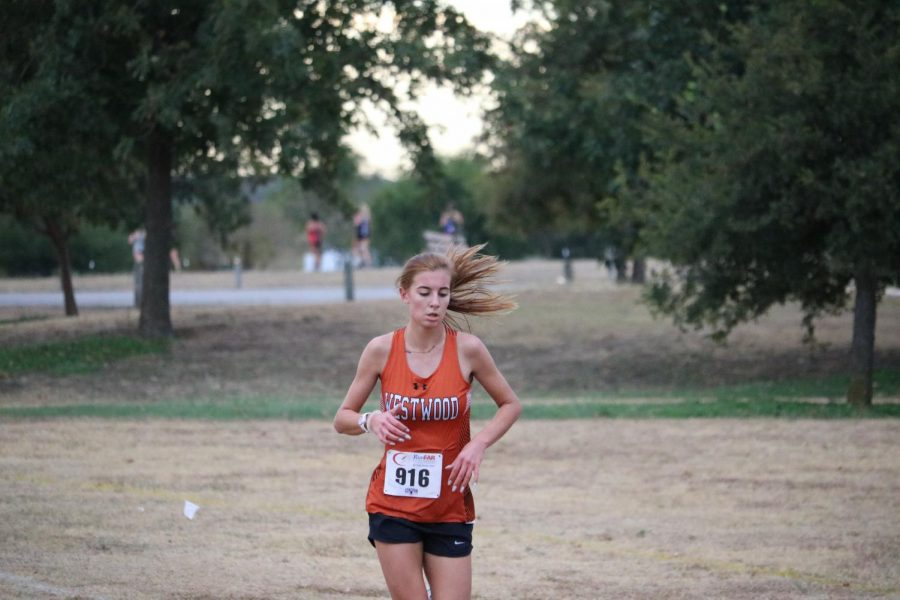 Ella Moss '22 pushes herself towards the finish line.