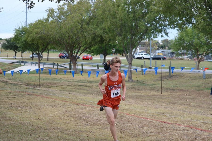 Zachary Carver '21 sprints through the last stretch.