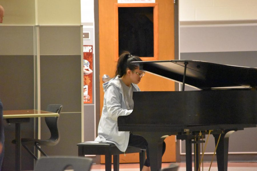 Athena Wang '21 plays the piano near the end of the gathering. Wang was one of the four students to play the piano, along with Nikhil Karnam '20, Sonny Stenson '20, and Yifan Sun '20.