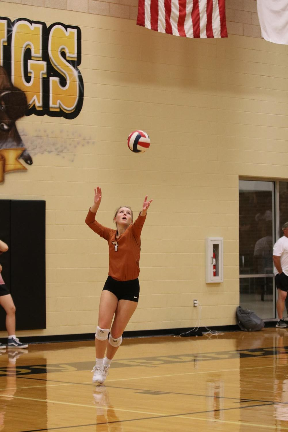Looking+at+the+ball%2C+libero+Maddie+Gillispie+%2720+serves+a+float.+Gillispie%27s+serves+limited+Tomball+Memorials+offense.