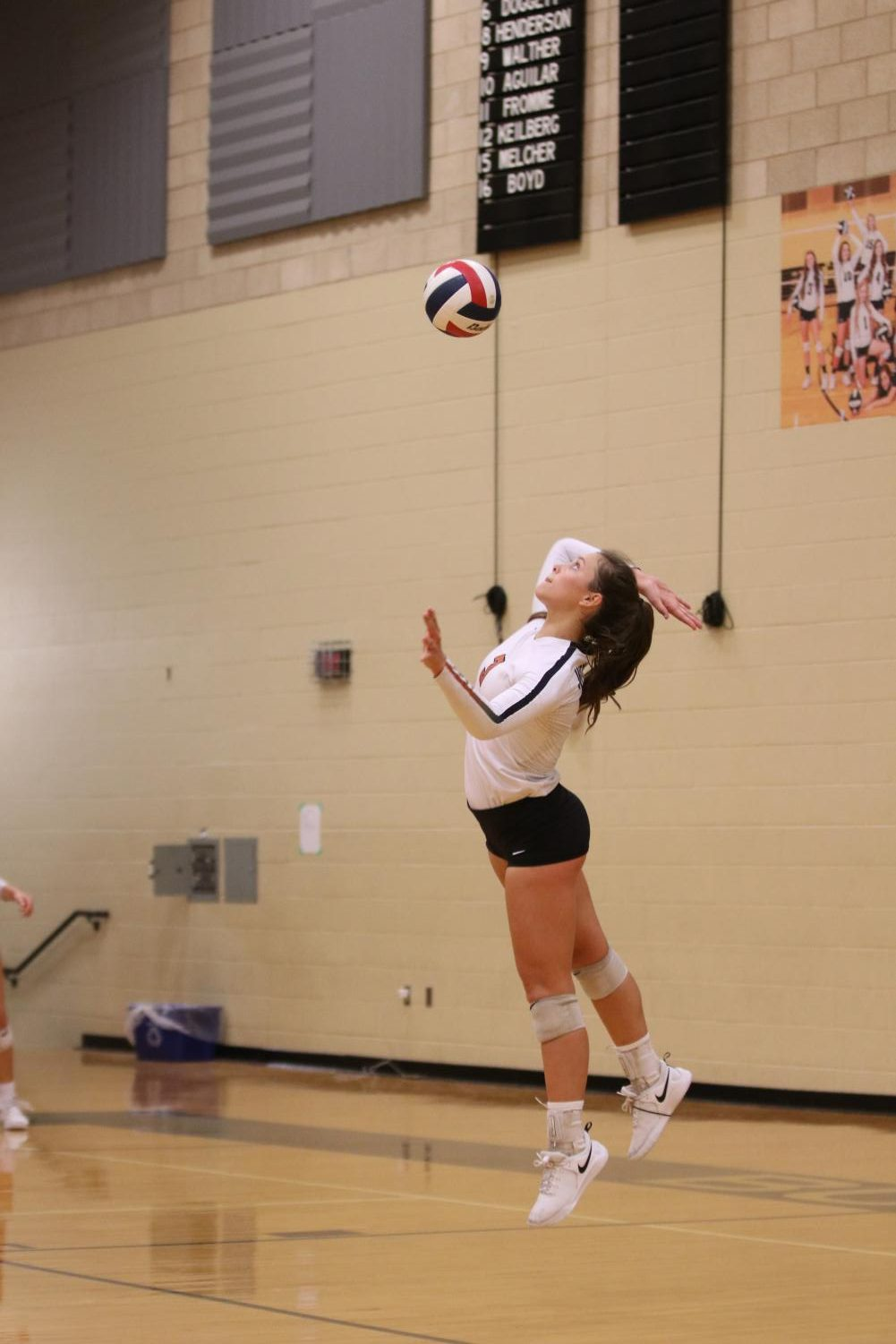 Aiming+to+hit+the+ball%2C+Abby+Gregorczyk+%2721+serves+to+the+opposing+team.+With+this+serve%2C+Gregorczyk+scored+a+point.