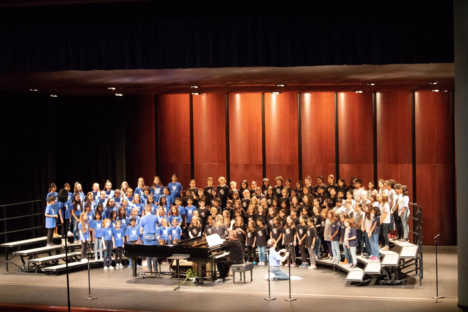 Choirs+from+Anderson+Mill%2C+Canyon+Creek%2C+and+Caraway+Elementary+perform+on+stage.