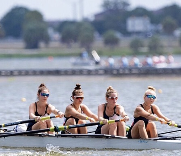 Members+of+the+Texas+Rowing+Center%27s+varsity+team+practice+rowing+on+Lady+Bird+Lake.+Photo+Courtesy+of+Hanna+Hoogendam+%2721