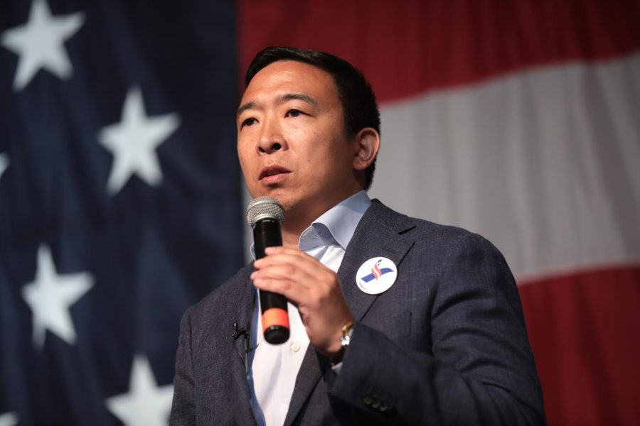 Democratic+presidential+candidate+Andrew+Yang+was+the+first+among+the+candidates+to+announce+his+plan+to+implement+UBI.+The+policy%2C+named+the+Freedom+Dividend%2C+would+provide+every+U.S.+adult+citizen+with+%241000+a+month.