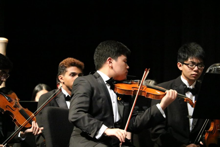 Elliot Kim '21 plays his solo in 'Carnival Overture'. The Symphony Orchestra has been practicing this song since the beginning of the first semester.