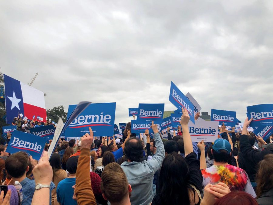The rally grows as more of Bernie Sanders' supporters arrive.