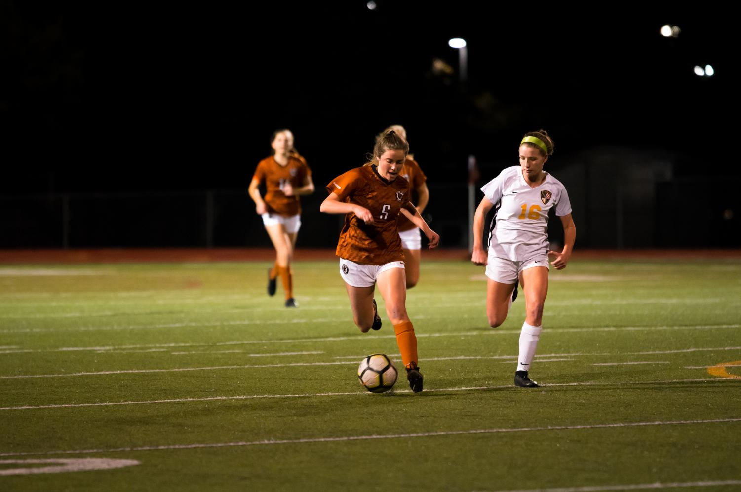With+an+opposing+midfielder+by+her+side%2C+Sarah+Kolodzinski+%2722+dribbles+the+ball+downfield.+Kolodzinski+would+be+edged+out%2C+losing+possession+of+the+ball.