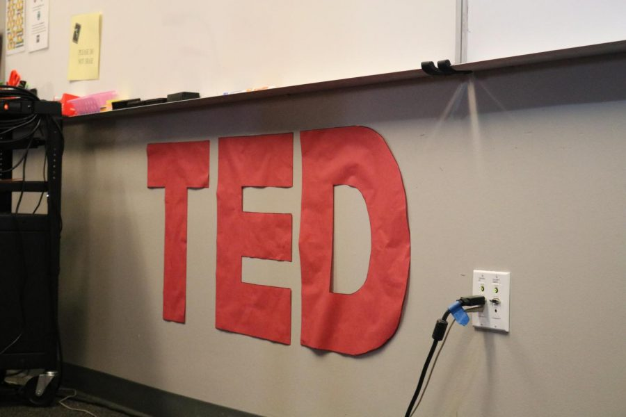 Señora Llanos created a TED talk sign in order to give the students a feeling like they were in a real TED talk.