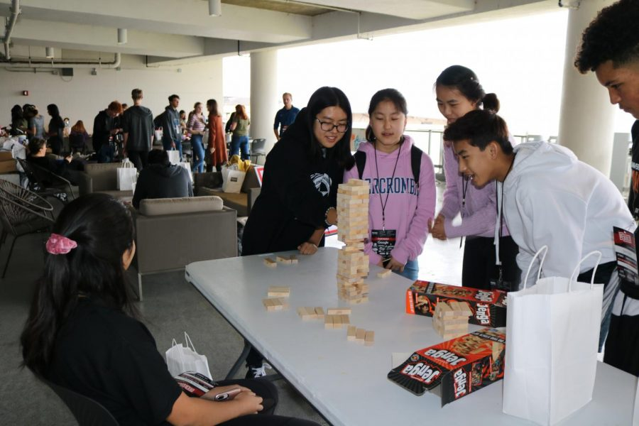 Students from different schools played Jenga, taking turns to build the highest tower possible. This game was held on the terrace as part of the Building Assemblage Structures xLab.