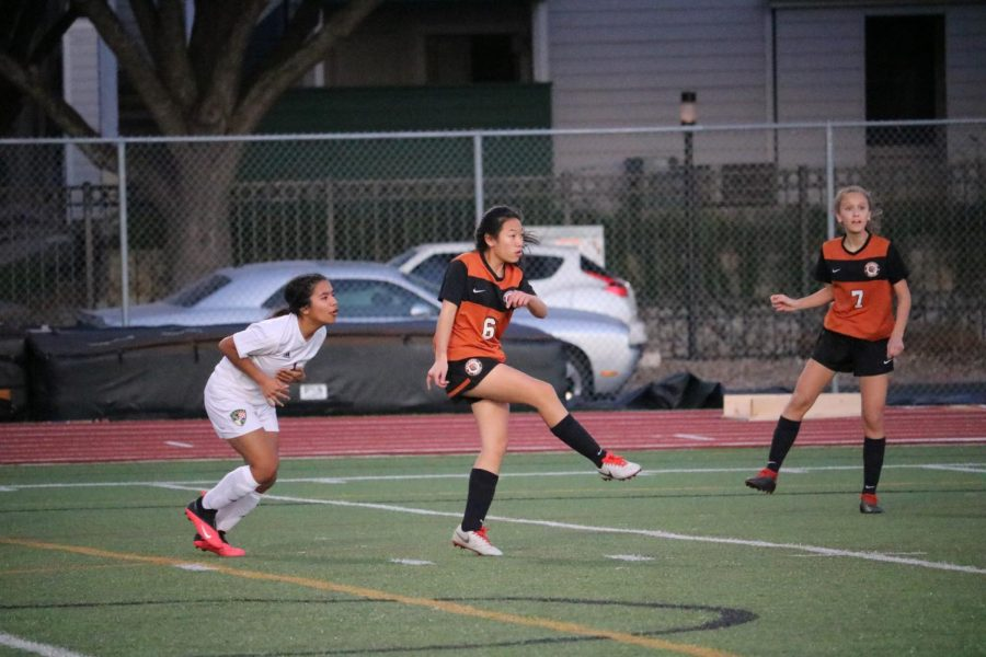 Padt Skawarntanannondt '23 gives a strong kick with Mia Bibbo watching from behind.