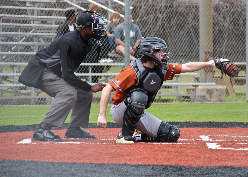 GALLERY%3A+Varsity+Baseball+Squares+Off+Against+Weiss+in+Scrimmage