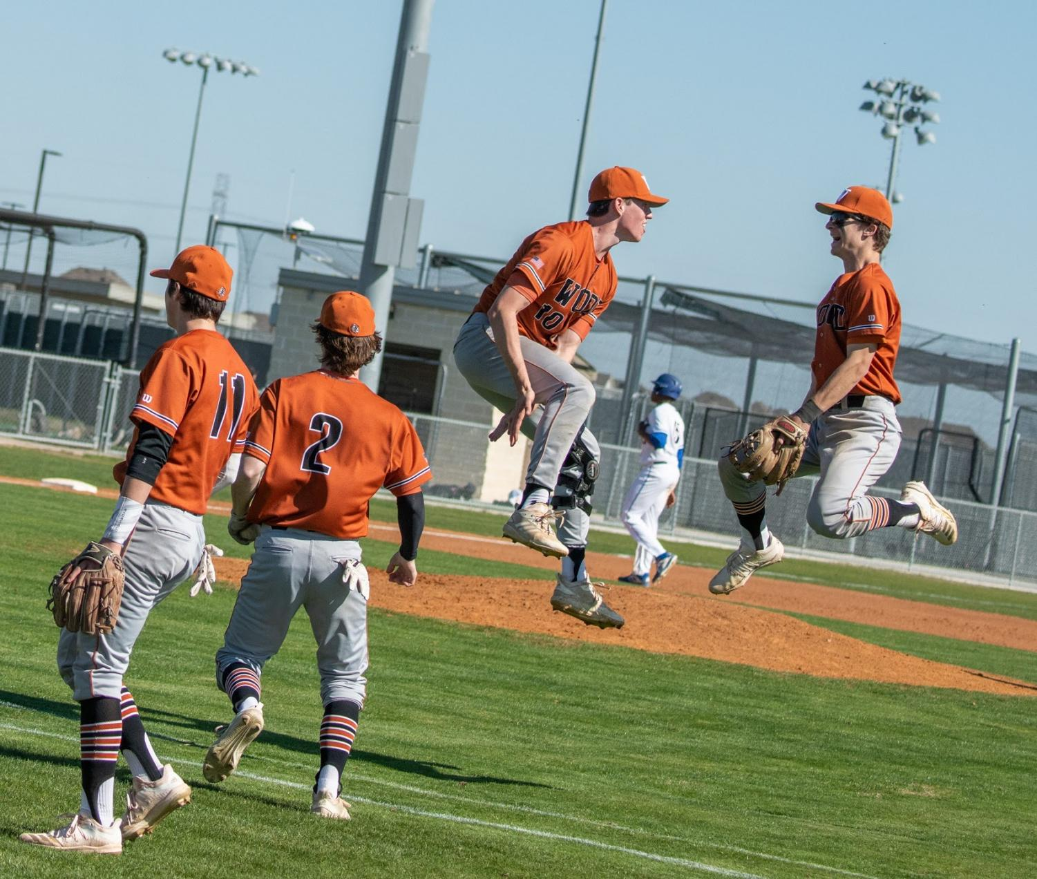 GALLERY%3A+Varsity+Baseball+Undefeated+In+First+Tournament