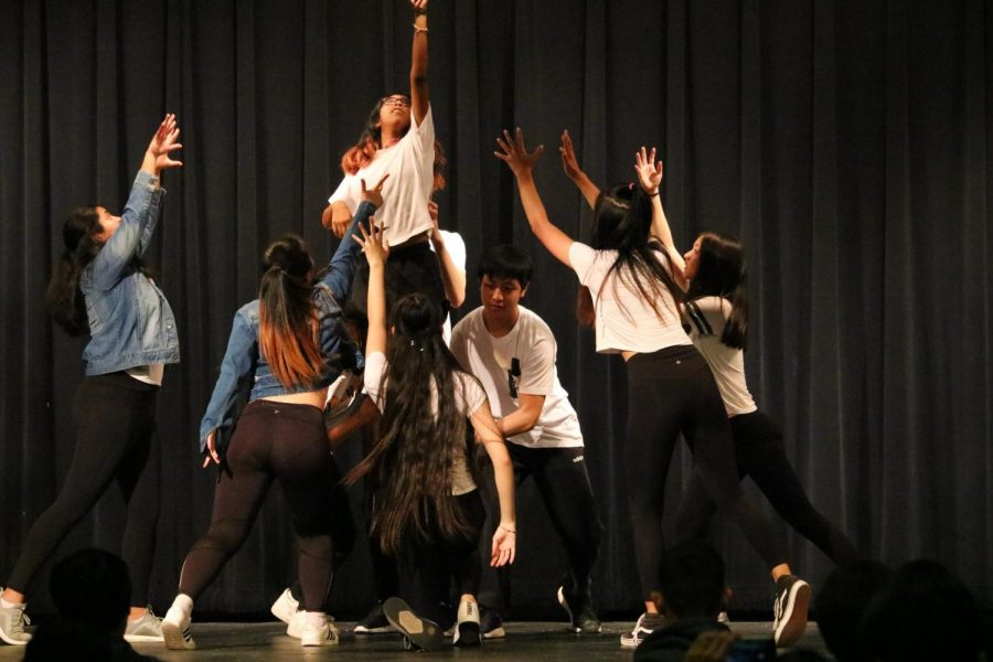 Reaching for the stars, the K-pop group performs to 'Thanks' and amazes the audience with their smooth rhythm.