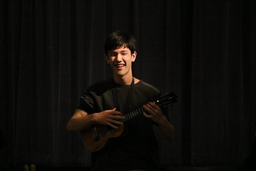Tiny instrument but not tiny talent. Sho Humphries '21 goes off the stage and into the audience to perform an original ukulele instrumental.