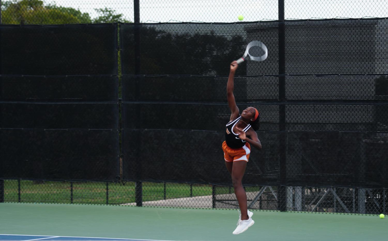 GALLERY%3A+Varsity+Tennis+Squares+Off+vs.+Vandegrift
