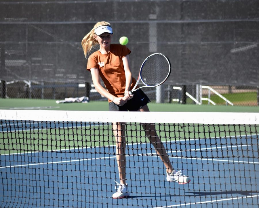 Extending her racket forward, Dana Kardonik '24 prepares to strike the ball for a backhand volley. Kardonik and her partner Jessica Lu '21 would go on to win their match 6-2, 6-1.