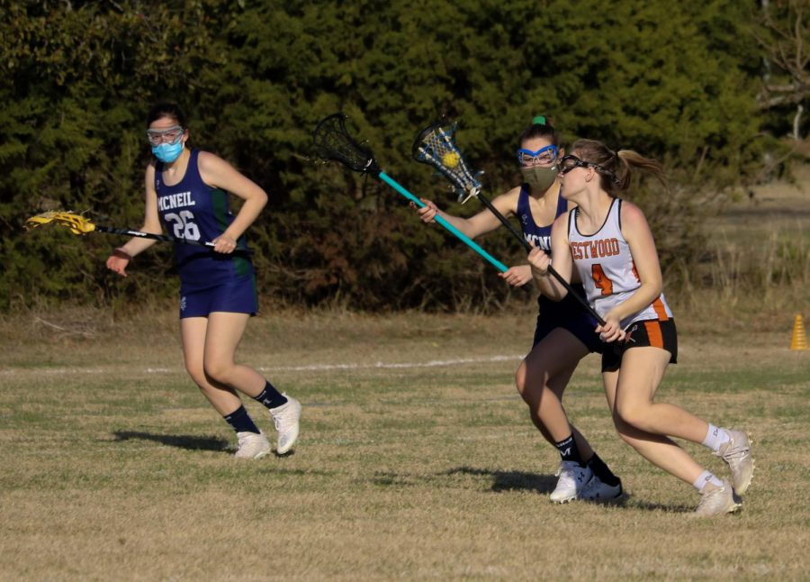Jillian Simmons '22 runs past her player to the offensive end. She then made a complete pass to her teammate to start a play.
