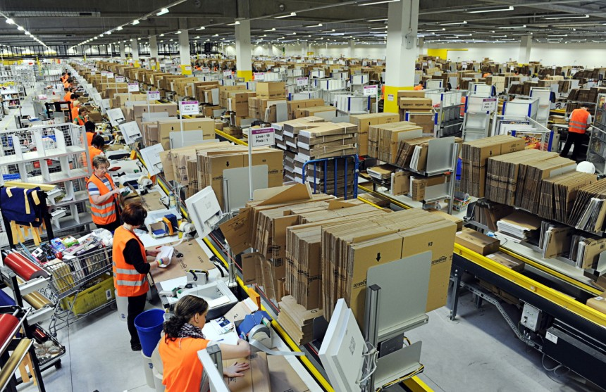 Amazon+employees+often+work+for+hours+at+a+time%2C+and+skip+their+breaks+in+order+to+fulfill+productivity+expectations.+Photo+courtesy+of+Scott+Lewis.