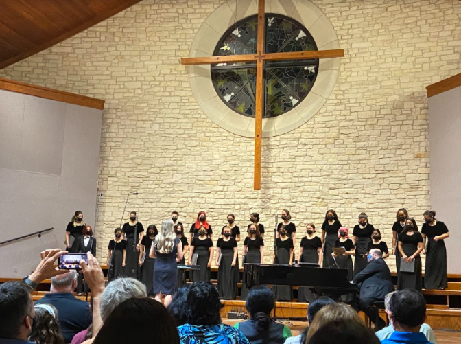 Cantare Choir performed a variety of songs. They performed songs such as Pure Imagination by Matthew D. Nielsen and Adiemus by Karl Jenkins.